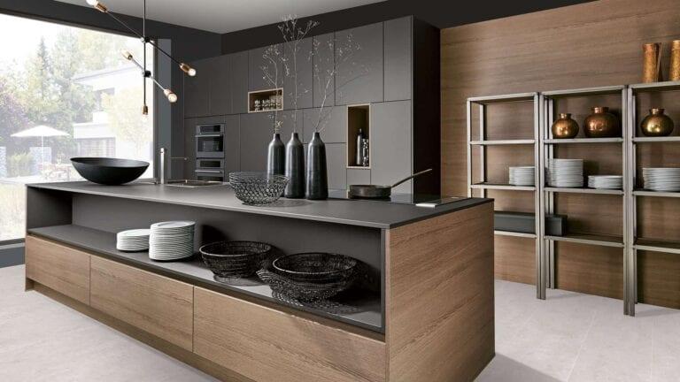 Cuisine & Pose Marseille Aix-en-Provence Cuisiniste Cuisine équipée sur-mesure réalisations cuisine foncée meubles noirs et bois